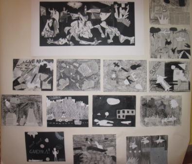 21. Pannello con alcune tavole realizzate dagli alunni in stile Guernica. Collage e chiaroscuro su sfondo nero o grigio