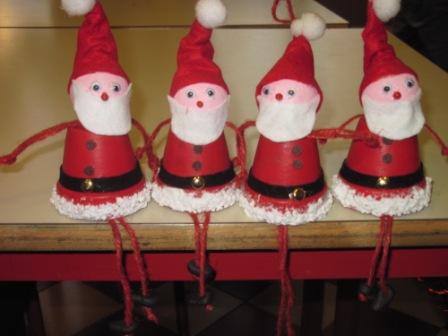 26. Vasetti di terracotta... trasformati in simpatici Babbi Natale
