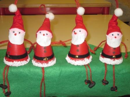 27. Vasetti di terracotta... trasformati in simpatici Babbi Natale